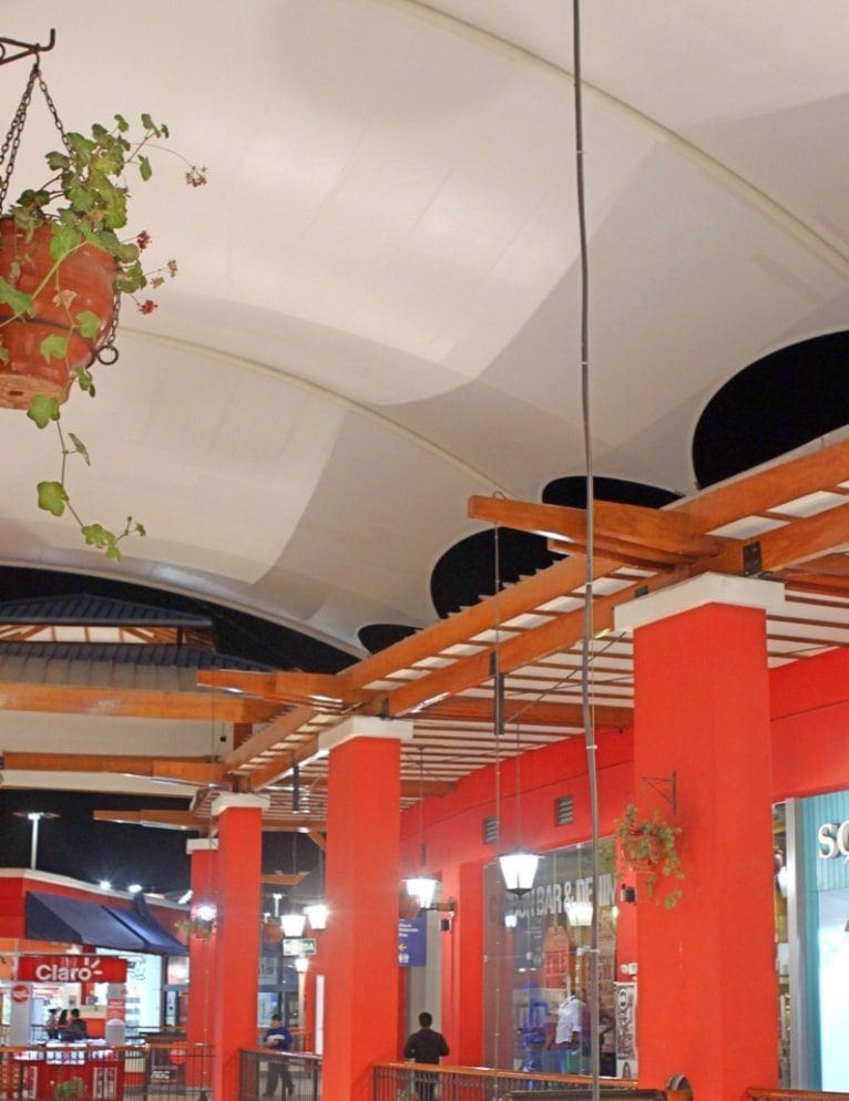 Centro Comercial Lambramani